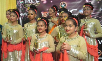 The lovely young ladies of Shining Heritage Divas posing for pics after their performance