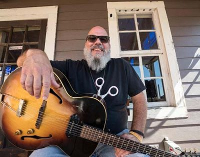 Bluesman Ray Cashman at Arts Garage